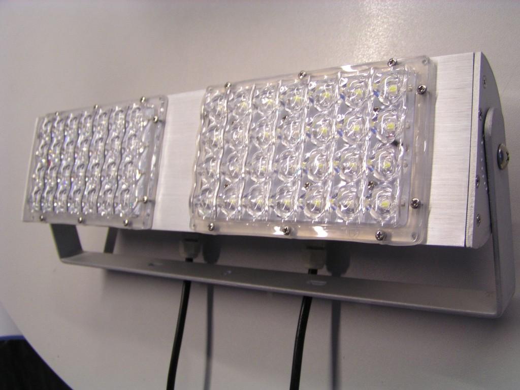 Model :lampa tunelowa high power led, 56w  obudowa -aluminium półmat klasa ochrony - ip 64 uchwyt montażowy na 2 śruby, regulowany -180 stopni wymiary:   długość: 390 mm szerokość: 93 mm głębokość oprawy: 53 mm wys. Uchwytu montażowego- 110 mm napięcie:avc 220v pobór mocy: 56w ilość diód led: 2 x 28 jasność/lumeny: ciepła- 4480 lm zimna- 5600 lm barwa światła: ciepła-3000- 3500*k zimna-6000-7000*k kąt świecenia: 160 stopni trwałość:50.000 godzin